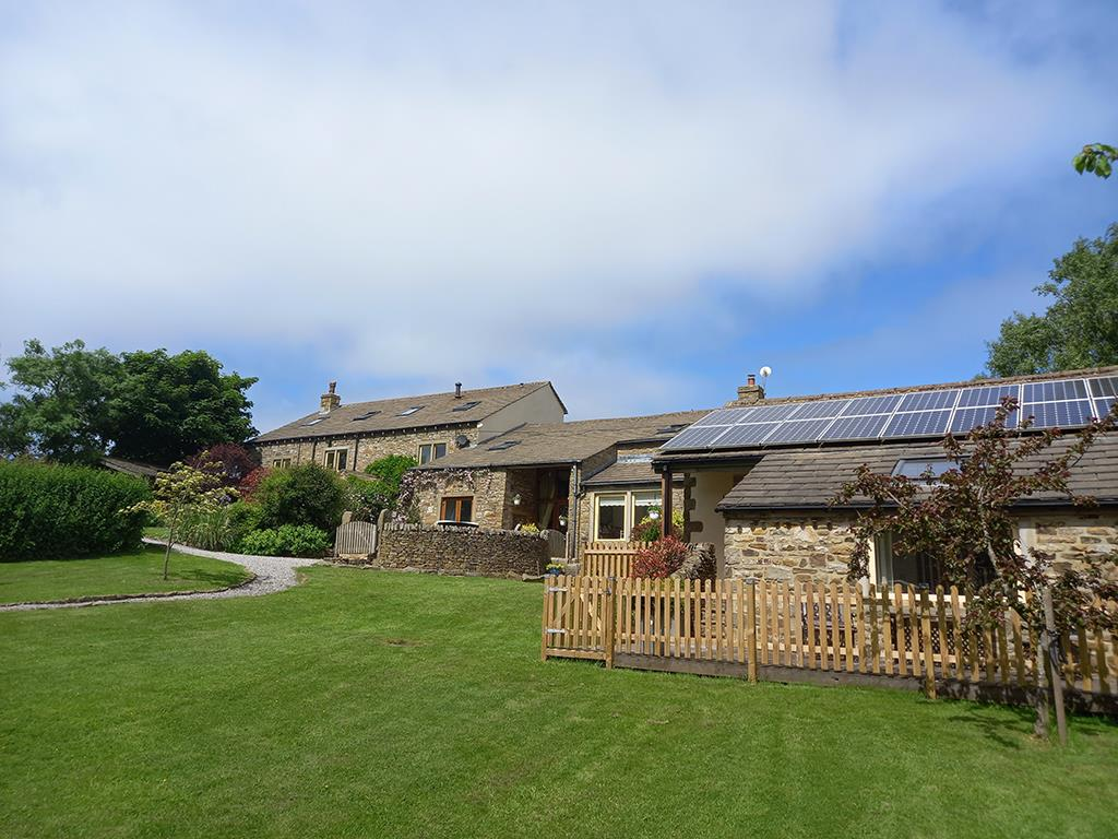 8 bedroom house For Sale in Barnoldswick - Property photograph